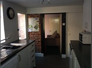 EasyRoommate UK - Available - room in professional/ postgrad houseshare, Preston - £335 pcm