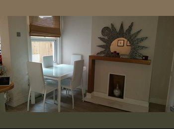 EasyRoommate UK - Large double room - on-suite bathroom, Waddon - £750 pcm