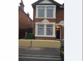 EasyRoommate UK - 5-6 Bed - Student House  1/7/17- 30/6/18  Close to Solent Uni, The Polygon - £300 pcm