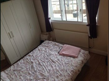 EasyRoommate UK - Double room for rent, Widmore - £595 pcm