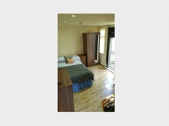 EasyRoommate UK - LOVELY NEW STYLE STUDIO FLAT AVAILABLE NOW FOR £1005PCM!!, Cricklewood - £950 pcm