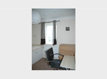EasyRoommate UK - Beautiful large, light double en-suite room , Shirley - £520 pcm