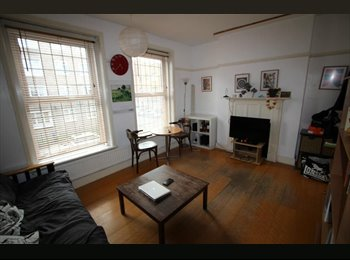 EasyRoommate UK - Stylish One Bedroom Flat In Trendy Area, St Pancras - £1,495 pcm