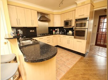 EasyRoommate UK - Newly refurnished house - Close to stations for London commute, Chadwell Heath - £575 pcm