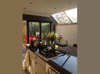 EasyRoommate UK - Beautiful Ensuite Double Room in Luxury Shared House in West Ealing, Hanwell - £750 pcm