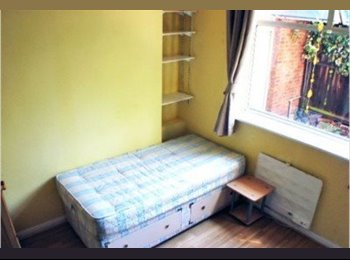 EasyRoommate UK -  W4 Studio  Close To zone 2  Tube, Bedford Park - £498 pcm