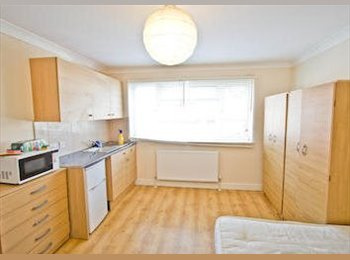 EasyRoommate UK - NW9  Studio Double Bills Inclusive , Colindale - £690 pcm