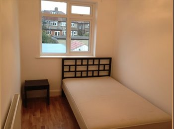 EasyRoommate UK - BR2 Double Room Within walking distance to Local Tube station, Southborough - £450 pcm