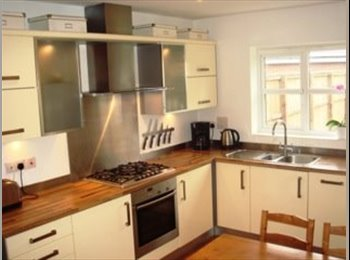 EasyRoommate UK - Gorgeous Double Room in lovely modern townhouse for rent close to M56/M60/Hospital, Northern Moor - £350 pcm
