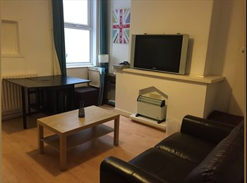 EasyRoommate UK - 4 bedrooms available in Beeston centre , Lenton Abbey - £425 pcm