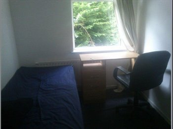 EasyRoommate UK - CHEAP single room available in Brentry BS10 £330, Brentry - £330 pcm