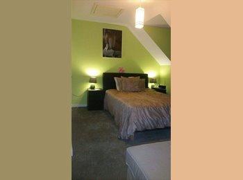 EasyRoommate UK - Beautiful loft conversion with en suite bathroom with Parking, Brimsdown - £750 pcm
