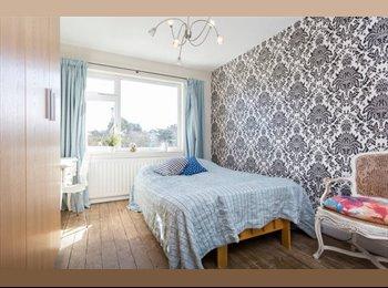 EasyRoommate UK - Lovely double bed room with desk, near tube, south facing sunshine!, Preston - £650 pcm