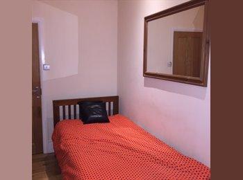 EasyRoommate UK - SINGLE BEDROOM IN GROUND FLOOR FLAT VICTORIAN CONVERSION, Crofton Park - £450 pcm