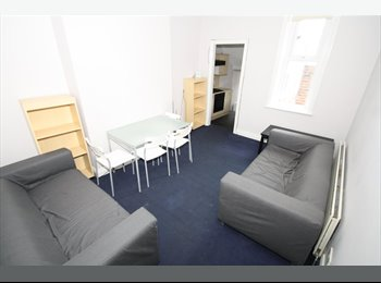 EasyRoommate UK - PROFESSIONAL Rooms Available in HEATON, Heaton - £350 pcm