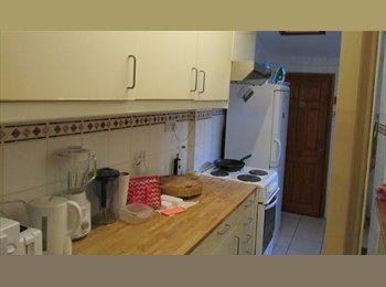 EasyRoommate UK - Well located  rooms to let in trendy Stoke Newington High Street, London N16 , Stoke Newington - £650 pcm