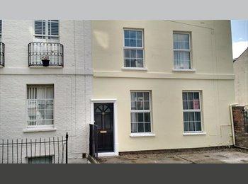 EasyRoommate UK - double & single  rooms in centre of Cheltenham & Tewkesbury, Cheltenham - £335 pcm