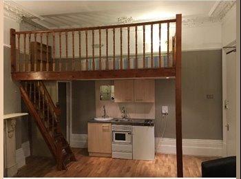 EasyRoommate UK - Bright, spacious double studio with mezzanine bedroom - W14, Holland Park - £800 pcm