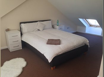 EasyRoommate UK - Easy Access To City Attic Room, Rotton Park - £400 pcm