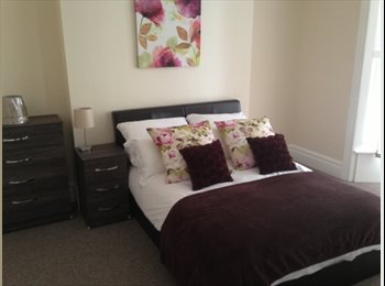 EasyRoommate UK - Furnished Room in Town House Close to Centre of Grimsby, Grimsby - £390 pcm