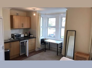 EasyRoommate UK - Available Immediately - Four Double Rooms from £450-£600, Shirley - £450 pcm