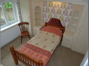EasyRoommate UK - Double Bedroom with a Single Bed, Freeview Tv, 24/7 Wi-Fi, No Bills., Kinson - £500 pcm