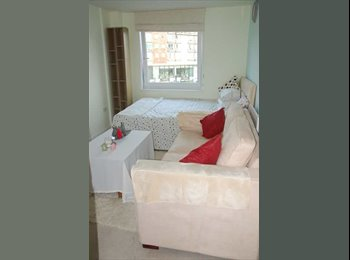EasyRoommate UK - Large Double Room With En-suit, Feltham - £650 pcm