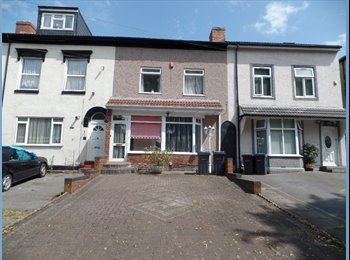 EasyRoommate UK - ROOM  AVAILABLE IN STECHFORD FOR £295 PCM, Balsall Heath - £295 pcm