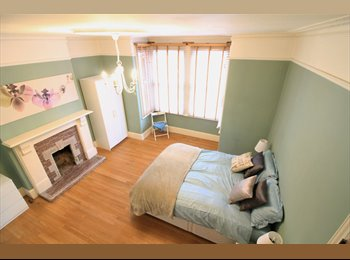 EasyRoommate UK - Lovely 8 Bedroom Property close to sidcup Station , Foots Cray - £580 pcm