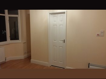 EasyRoommate UK - NEWLY Refurbished Double Bedroom with Ensuite bathroom/shower, FREE Wifi, OWN Fridge & Storage areaH, The Hyde - £700 pcm