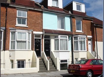 EasyRoommate UK - Large Double Room - £390 per month including all bills and a cleaner in Southsea, Milton - £390 pcm
