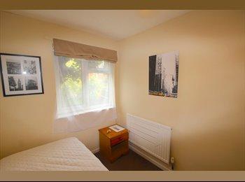 EasyRoommate UK - Single room available now, Wellingborough - £250 pcm