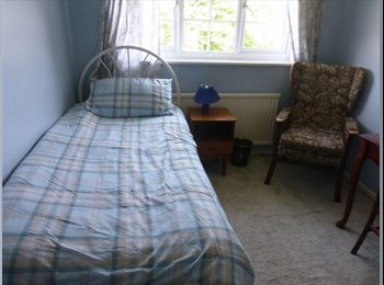 EasyRoommate UK - Fully Furnished Double Room, Talbot Village - £450 pcm