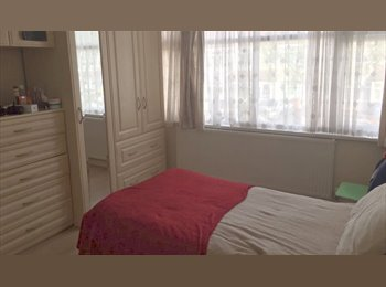 EasyRoommate UK - 140 P/W Double Rm with Twin Beds Avail Female Only, Kingsbury - £560 pcm