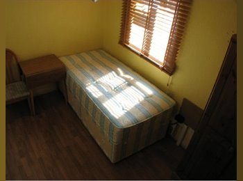 EasyRoommate UK - Single Studio Close to Turnham Green Tube W4, Bedford Park - £498 pcm