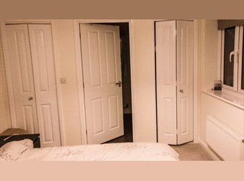 EasyRoommate UK - Clean Modern Room in Quite area - Extra Storage, Kettering - £450 pcm