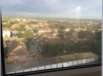 EasyRoommate UK - Double Room  with a View in Crystal Palace , South Norwood - £495 pcm