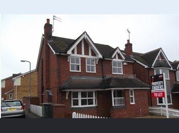 EasyRoommate UK - Single room available, Wellingborough - £325 pcm