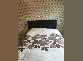 EasyRoommate UK - double room in 2 bed flat, Swindon - £500 pcm