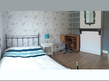 EasyRoommate UK - Bright & Beautiful Double Room Close to Town, Guildford - £650 pcm