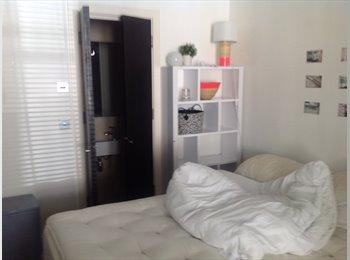 EasyRoommate UK - Double bedroom with en suite., Stockwell - £800 pcm