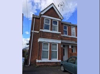 EasyRoommate UK - Available Immediately - Four Double rooms from £450pcm - £600pcm, Shirley - £450 pcm