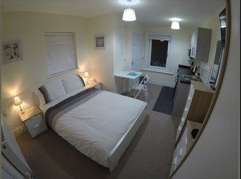 EasyRoommate UK - HIGH END STUDIO FLATS & ENSUITE ROOMS- ALL BILLS INC, Swindon - £550 pcm