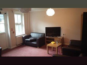 EasyRoommate UK - Massive shared property in West Croydon, Selhurst - £400 pcm