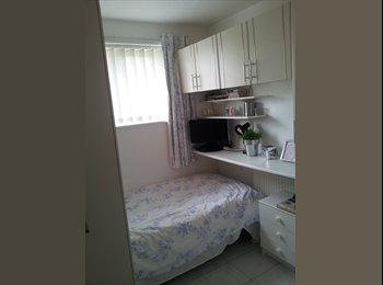 EasyRoommate UK - Single Room available, Wokingham - £450 pcm