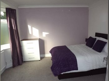 EasyRoommate UK - ** EN-SUITE DOUBLE ROOM ** HALESOWEN, Rowley Regis - £370 pcm