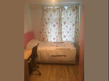 EasyRoommate UK - Single spacious bedroom in city centre birmingham, Ladywood - £380 pcm