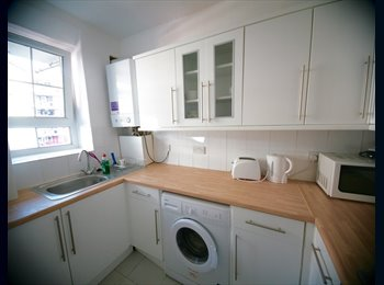 EasyRoommate UK - BRIGHT DOUBLE NEAR ELEPHANT&CASTLE ZONE1/2, Peckham - £600 pcm