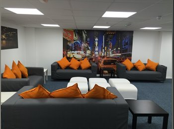 EasyRoommate UK - FAB APARTMENT LIVING FOR STUDENTS & PROFESSIONALS, Ocean Village - £475 pcm