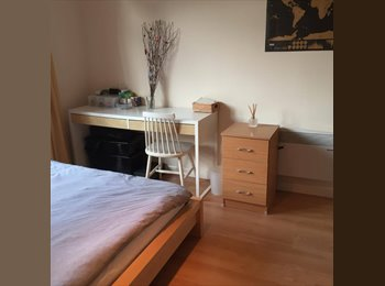 EasyRoommate UK - Bright double bedroom available, to live with 26-year old professional female in Canada Water, Rotherhithe - £925 pcm